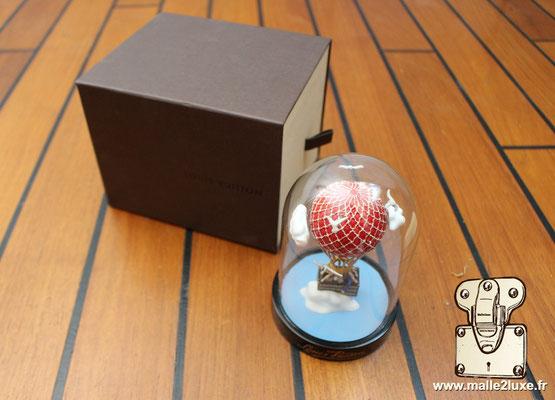 cadeau vip Louis Vuitton boule a neige montgolfière