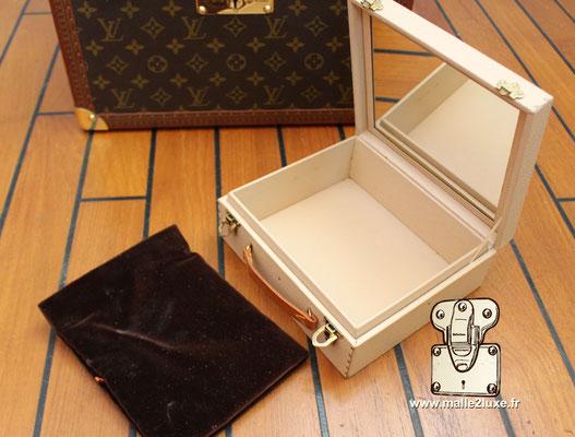 Vanity Louis Vuitton coussin a bijoux