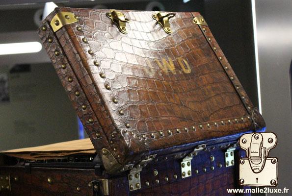 dessus de wardrobe double penderie Louis Vuitton crocodile