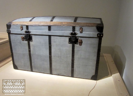 price Museum trunk Vuitton Stamm