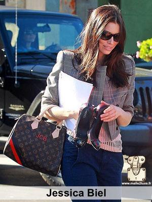 Jessica Biel une des plus belles femme au monde adore voyager avec des sacs a main Louis Vuitton paris