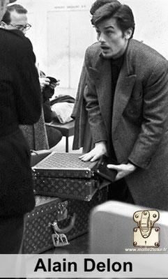 Alain delon aime les malles louis vuitton