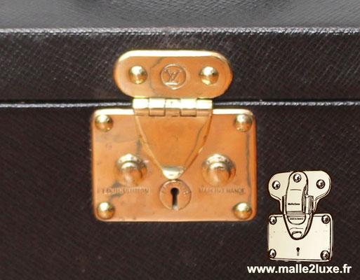 Nouvelle génération de serrure Louis Vuitton bouton poussoir double