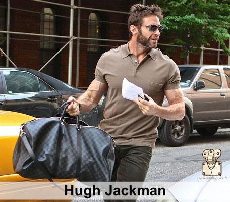 Hugh jackman est super musclé et il adore voyager avec son sac Keepal Louis Vuitton superbe beau sac a main pour homme star NY