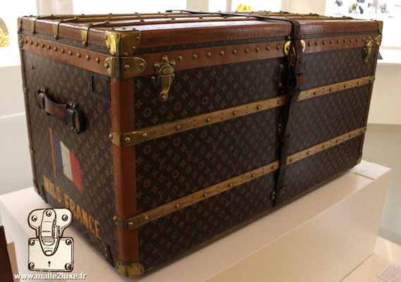 malle miss France Louis Vuitton rare