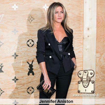 Jennifer Aniston adore les sacs a main francais surtout les Louis Vuitton en crocodile