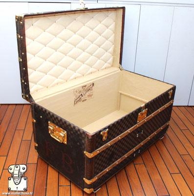 malle courrier Louis Vuitton ouverte