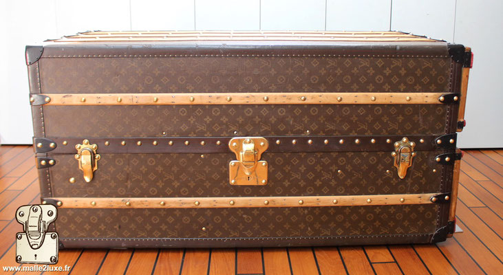 Louis vuitton coffee table trunk