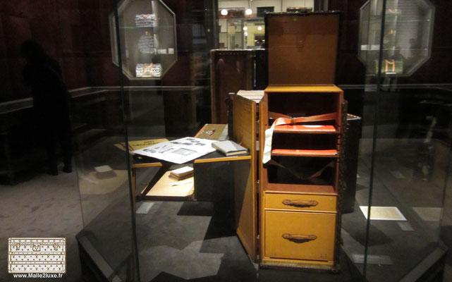 musée malle vuitton trunk