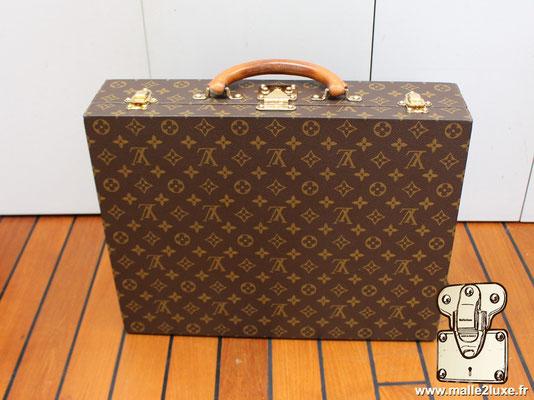 Valise diplomate Louis Vuitton M53020 exterieur