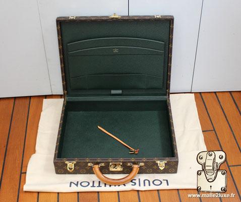 Valise diplomate Louis Vuitton M53020 intérieur cuir luxe