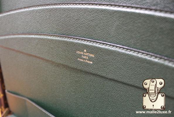 Valise diplomate Louis Vuitton M53020 vert taïga cuir