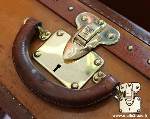 valise en lozine Louis Vuitton avec serrure a lettre B Louis Vuitton