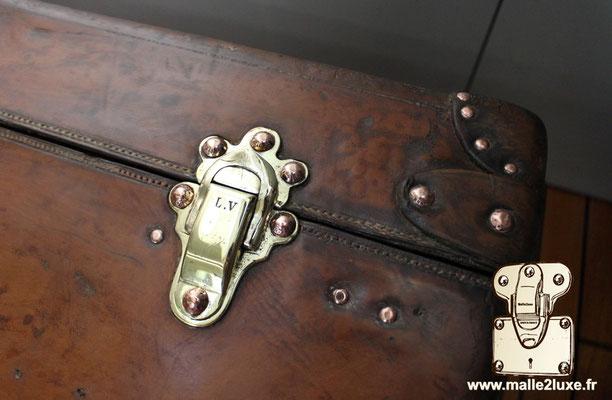 Malle cabine Louis Vuitton 1906 cuir red nail