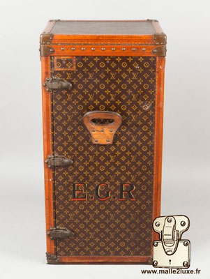 Louis Vuitton office trunk record price vintage trunk perfect condition drouot auction room