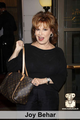 Joy Behar adore faire le show a la TV et ne se déplace jamais sans son sac Louis Vuitton paris