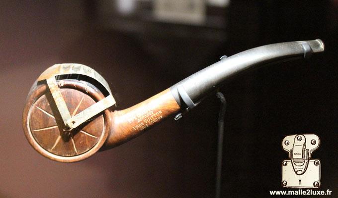 pipe chauffeur Louis Vuitton rare objet de collection