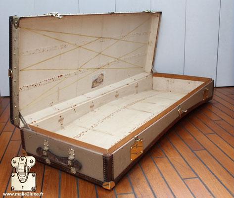 Malle limousine Moynat beige  intérieur bordure bois