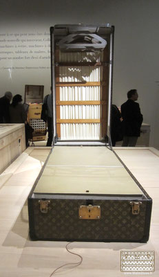 musée du bagage louis vuitton trunk malle