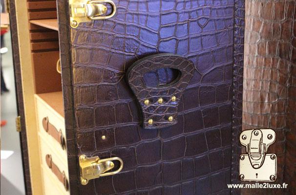 malle en peau de crocodile Louis Vuitton