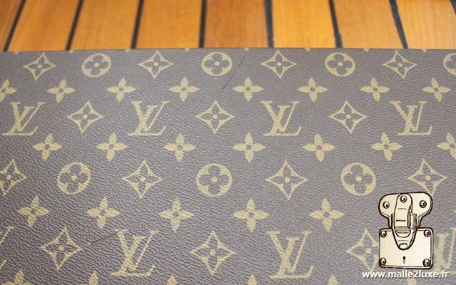 Valise diplomate Louis Vuitton M53020 rayure sur la toile dessus
