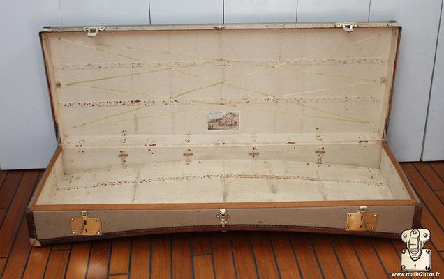 Malle limousine Moynat beige intérieur étiquette