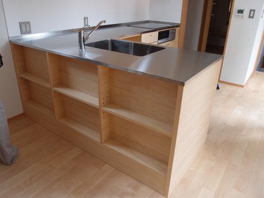 キッチン収納 カウンター下収納 飾棚
