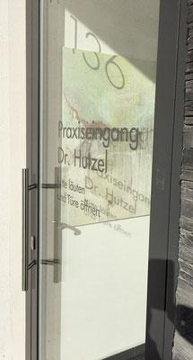 Eingang an der Bühlot zur Praxis Dr. Liselotte Hutzel