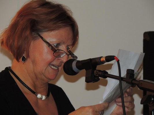 Marion Pohl, sie kam gleich mit drei Kindergeschichten auf die Bühne.