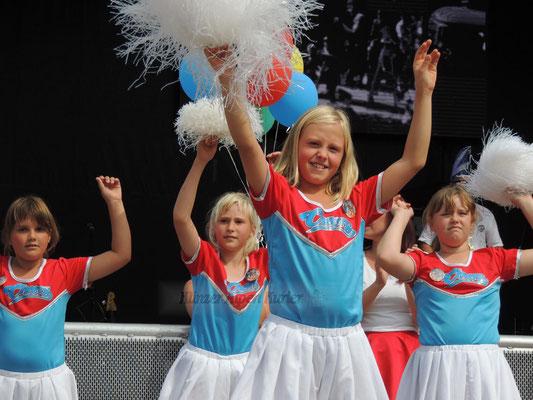 Die Freude am Cheerleadern ist unverkennbar.