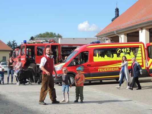 Begeistert waren die Kinder von der coolen Technik der Feuerwehr.