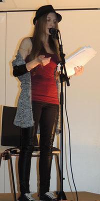 Rückblickend wie doch die Vergänglichkeit ist präsentierte Sarah Fernschild ihren Beitrag.