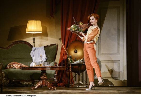 """Die Fledermaus"" am Theater Freiburg - Adele (C) Tanja Dorendorf / T+T Fotografie"