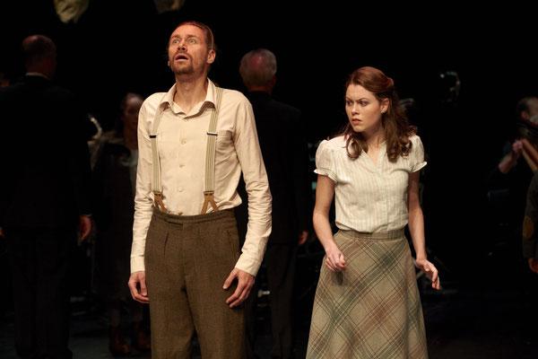 """Weisse Rose"" am Theater Augsburg - Sophie Scholl (C) A. T. Schaefer"