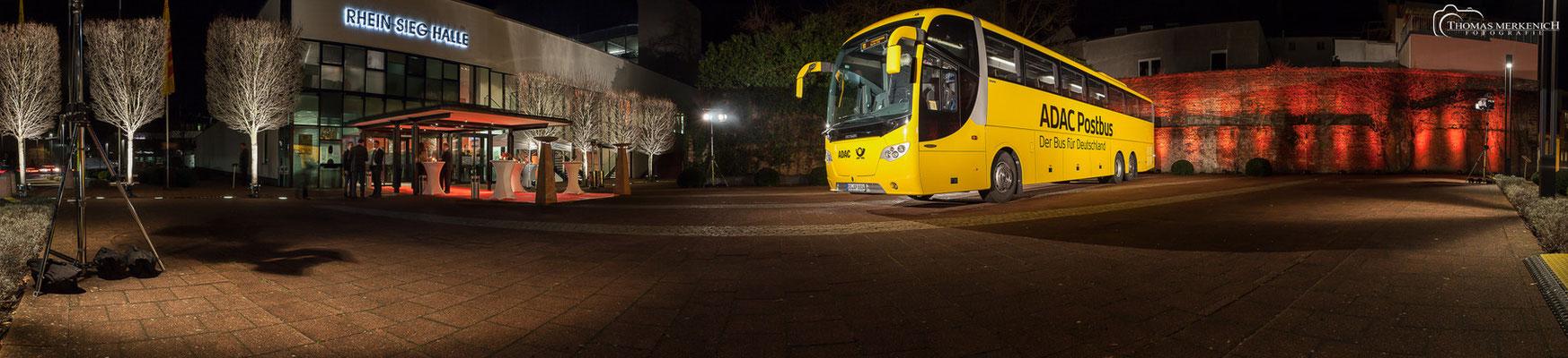 """Weihnachtsfeier """"Deutsche Post AG"""" mit Vorstellung der neuen Post-Busse"""