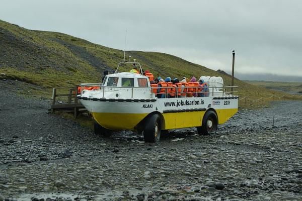 Amphibienboote auf dem Gletschersee