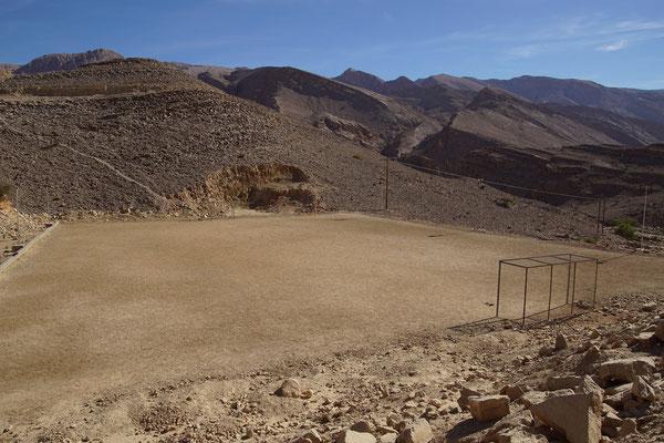 omanischer Fußballplatz, da liegt kein Stein