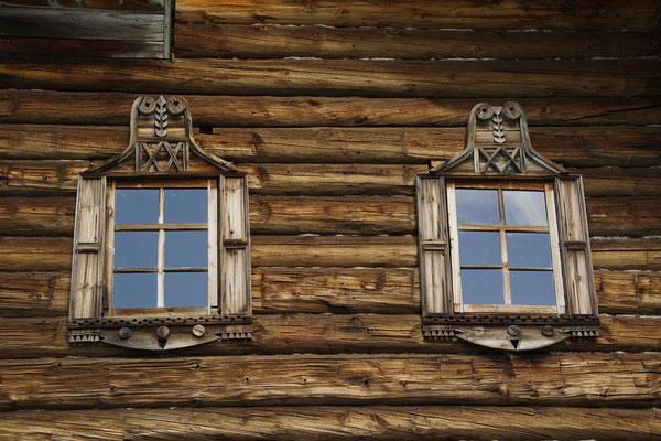 aufwendige Fensterstöcke