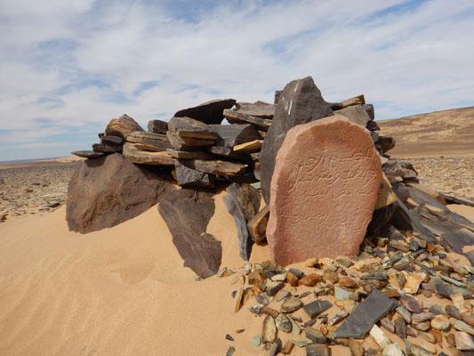 arabische Gräber am Wegesrand