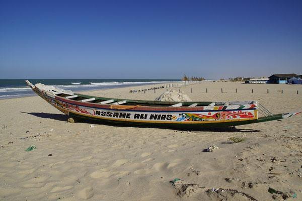 die bunten Boote der Senegalesen