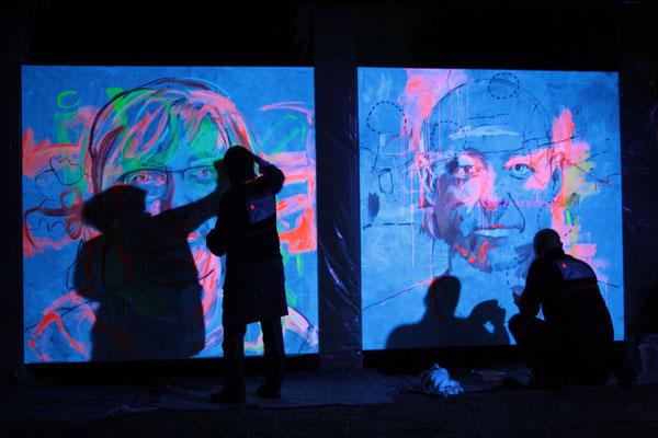 2x2 Meter große Selbstporträts beginnen im 1. Neonprojekt in NBH Farbe anzunehmen