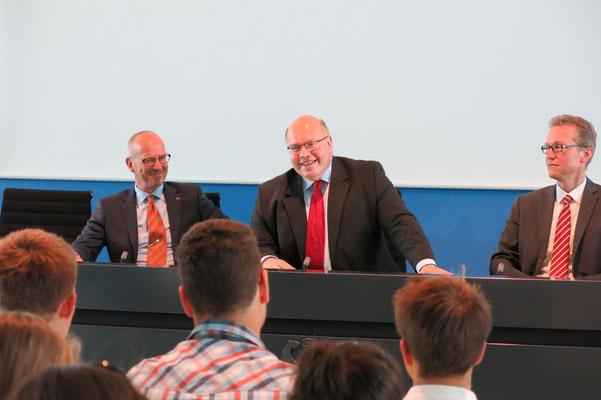 Der Chef des Bundeskanzleramtes stellt sich den Fragen der Schülerinnen und Schüler