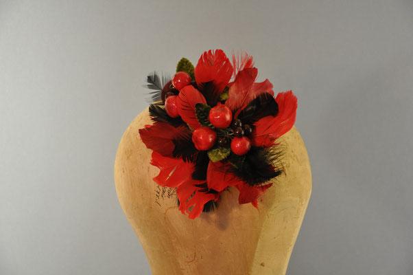 Blumiger Trachtenhaarschmuck mit Kunstbeeren in rot und schwarz