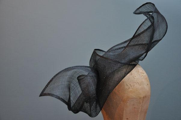 großer, transparenter Haarschmuck in schwarz für besondere Anlässe