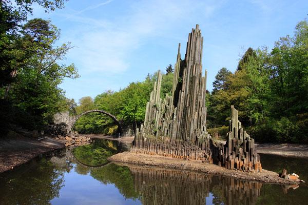 Sie  gehört zu den skurrilsten, aber auch schönsten Brücken Europas. Erbaut wurde sie in den Jahren von 1863 bis 1883. Heutzutage steht sie unter Denkmalschutz und darf nicht betreten werden.