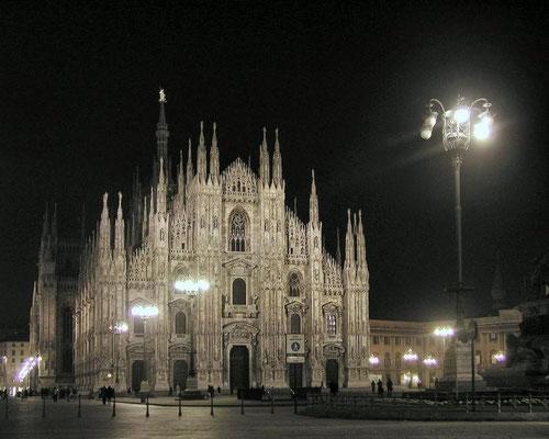 Der Mailänder Dom ist eines der berühmtesten Bauwerke Italiens und Europas. Er zählt zu den größten Kirchen der Welt.