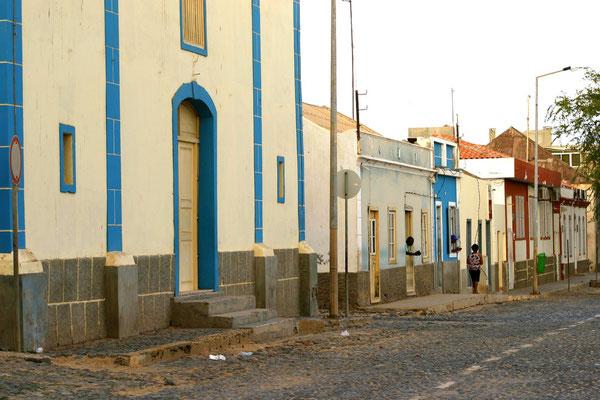 Kirche und Häuser aus der Kolonialzeit