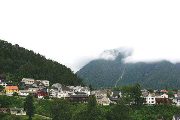 Åndalsnes hat 2.231 Einwohner und liegt am Isfjord, einem Arm des Romsdalsfjord