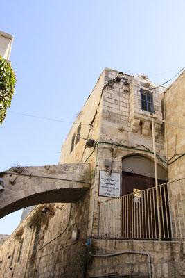 Reste der Antonia-Festung, seinerzeitige Residenz von Pontius Pilatus und somit der Ort, an dem Jesus zum Tode verurteilt wurde. Hier nimmt auch die Via Dolorosa ihren Anfang, dem Leidensweg Jesus. Hier am ecce-homo-Bogen wurde ihm das Kreuz auferlegt