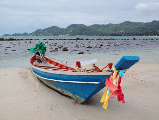 Ebbe am Strand von Baan Hua Thanon